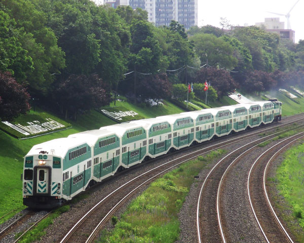 Lakeshore_West_GO_Train_Westbound-small